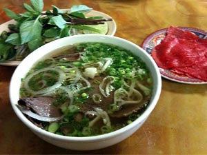 Pho tai with garnish and raw beef